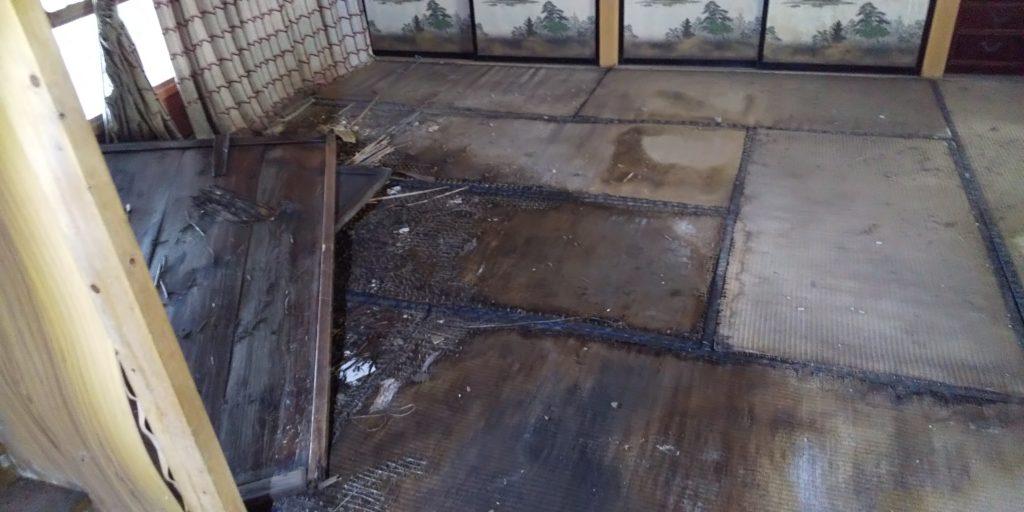 ボロボロの床の画像