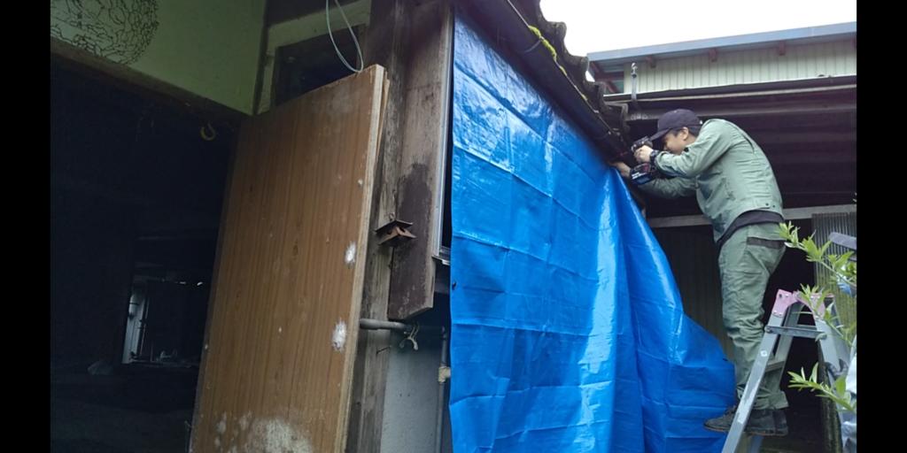インパクトドライバーで古民家の壁を応急措置